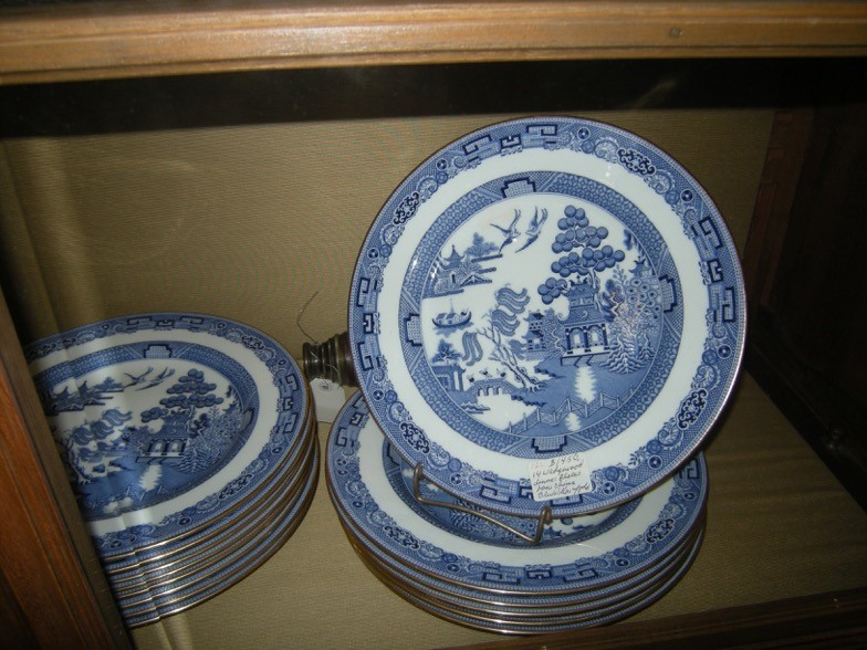 Gallery Old World Antiques & Old World Dinnerware - Castrophotos